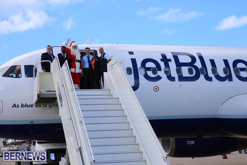 Santa arrives in Bermuda November 25 2016 (3)