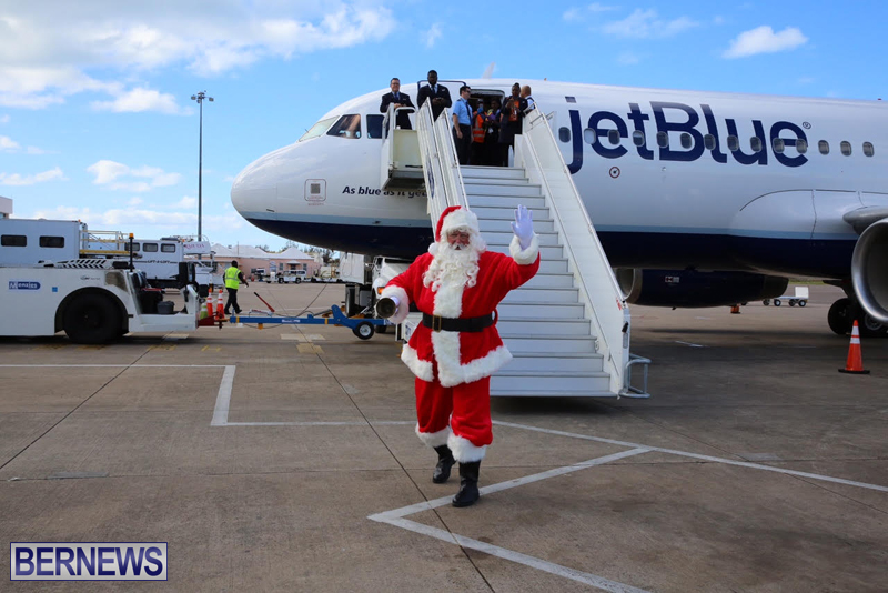 Santa arrives in Bermuda November 25 2016 (8)