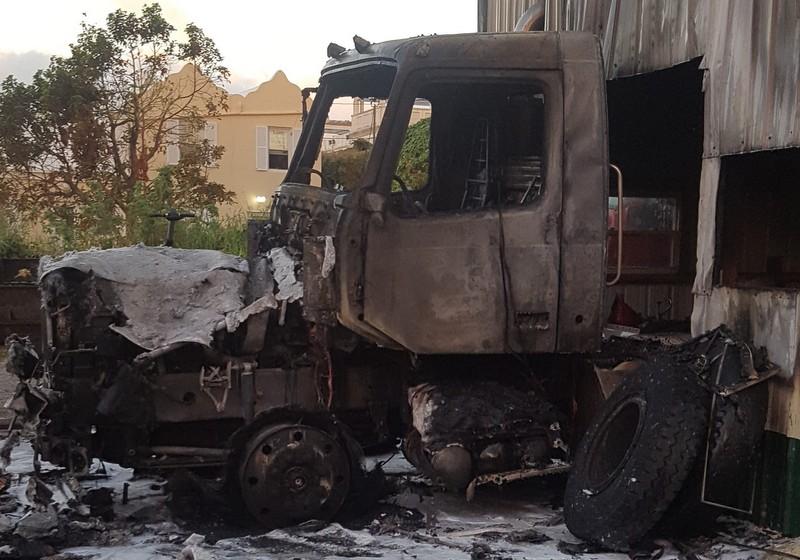 vehicle fire bermuda nov 20 2016 (2)