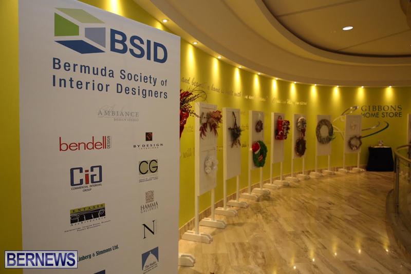 Bermuda-Christmas-wreaths-in-mall-2016-1