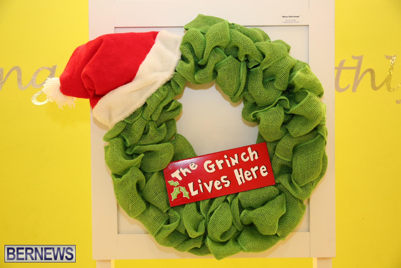 Bermuda-Christmas-wreaths-in-mall-2016-13