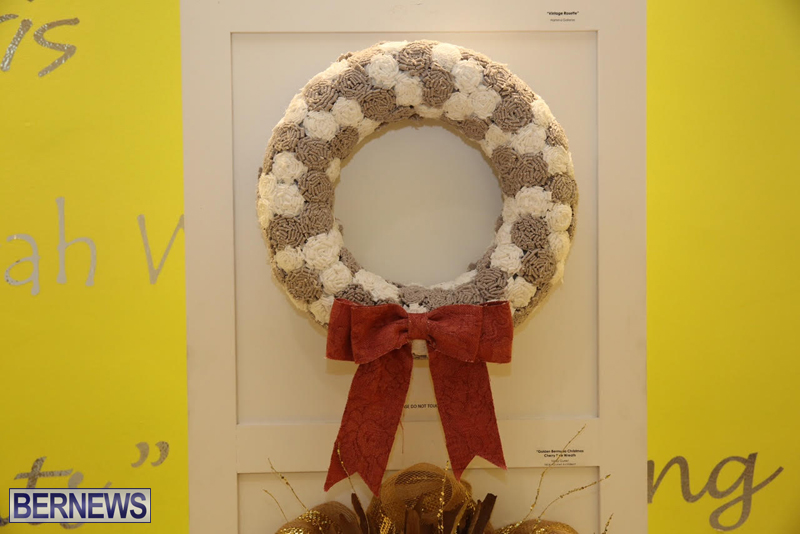 Bermuda-Christmas-wreaths-in-mall-2016-16