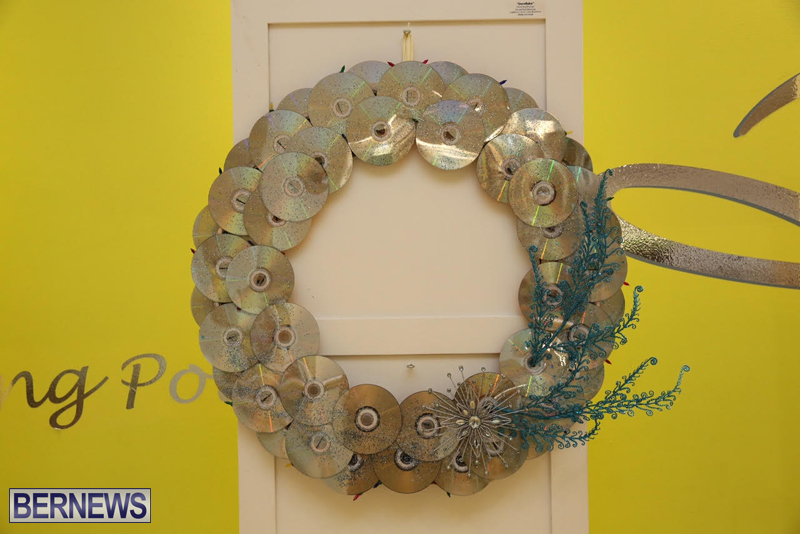Bermuda-Christmas-wreaths-in-mall-2016-19