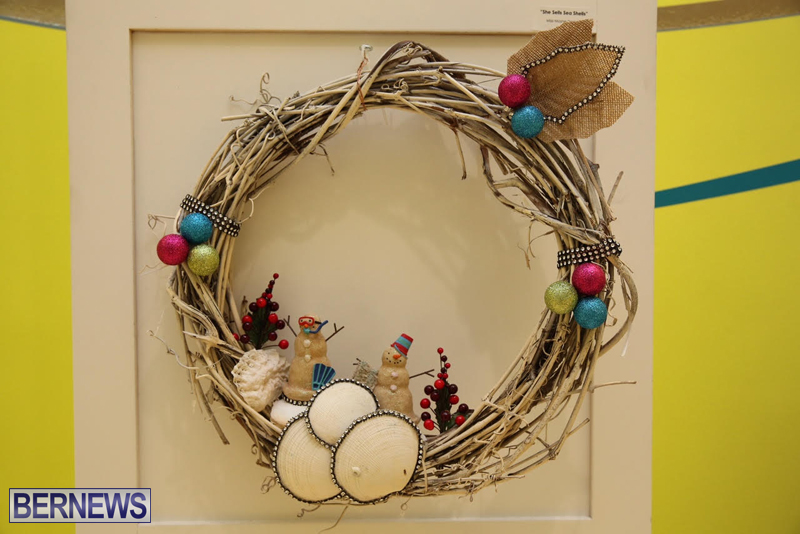 Bermuda-Christmas-wreaths-in-mall-2016-21