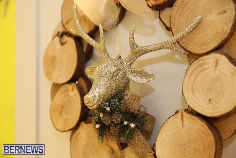 Bermuda-Christmas-wreaths-in-mall-2016-33