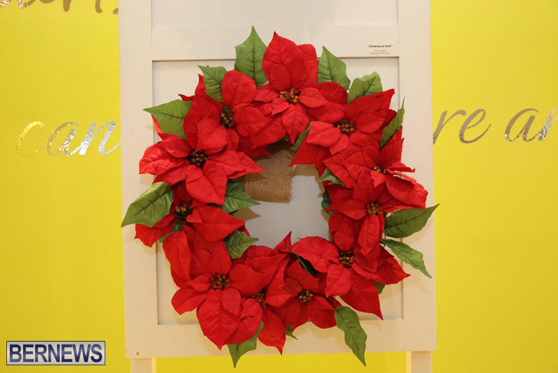 Bermuda-Christmas-wreaths-in-mall-2016-35
