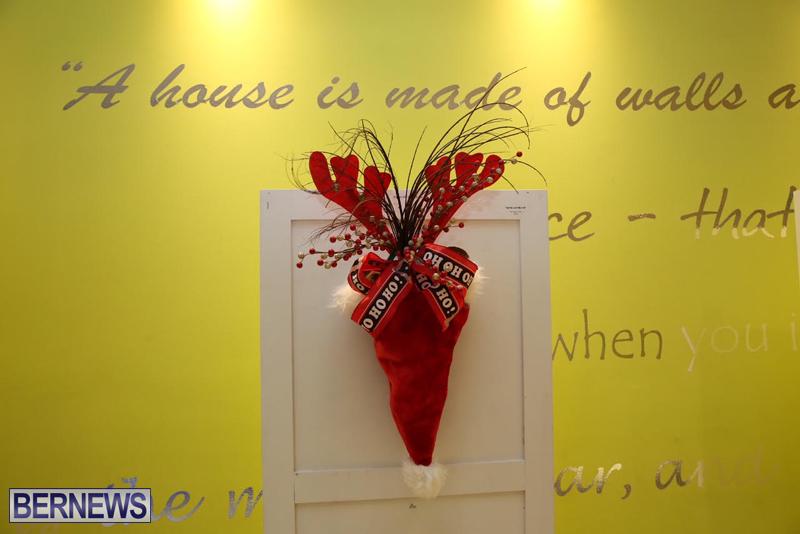 Bermuda-Christmas-wreaths-in-mall-2016-4