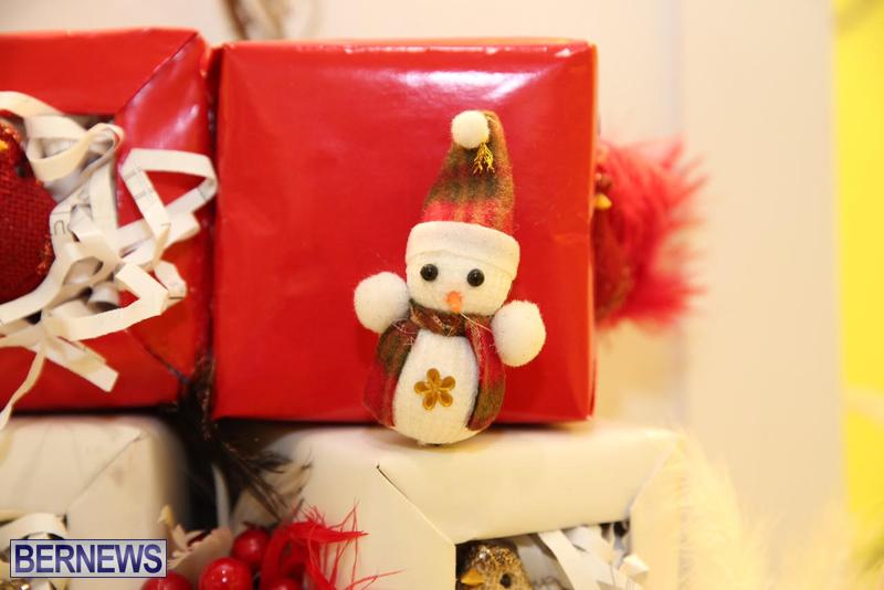 Bermuda-Christmas-wreaths-in-mall-2016-46