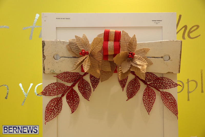 Bermuda-Christmas-wreaths-in-mall-2016-6