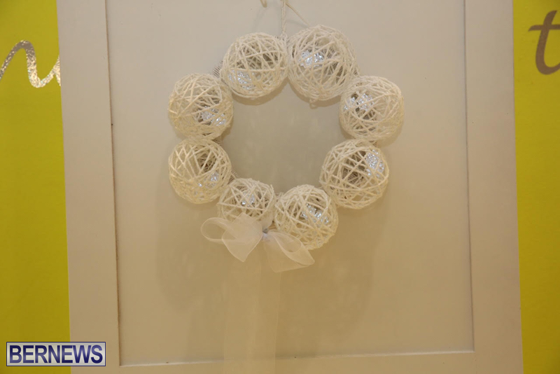 Bermuda-Christmas-wreaths-in-mall-2016-8