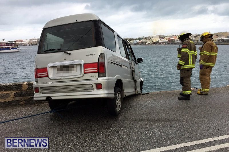 Car Collision With Wall Harbour Road Bermuda, December 9 2016 (1)