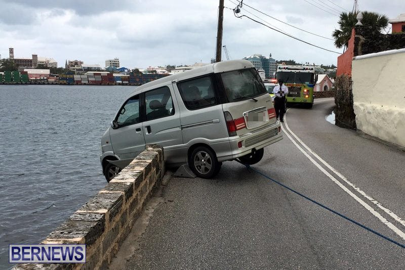 Car Collision With Wall Harbour Road Bermuda, December 9 2016 (2)