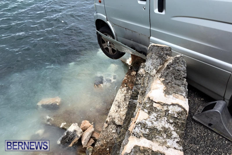 Car Collision With Wall Harbour Road Bermuda, December 9 2016 (4)