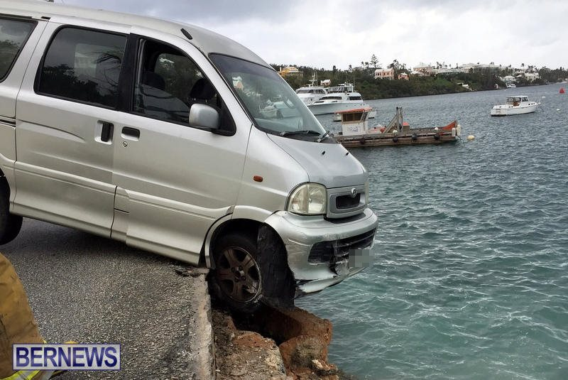 Car Collision With Wall Harbour Road Bermuda, December 9 2016 (6)