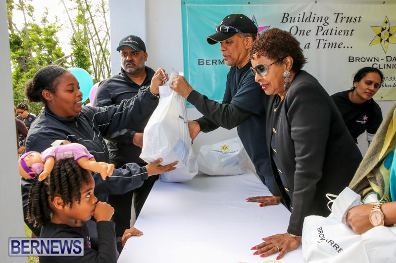 Dr-Ewart-Brown-Turkey-Giveaway-Bermuda-HealthCare-Services-December-17-2016-13