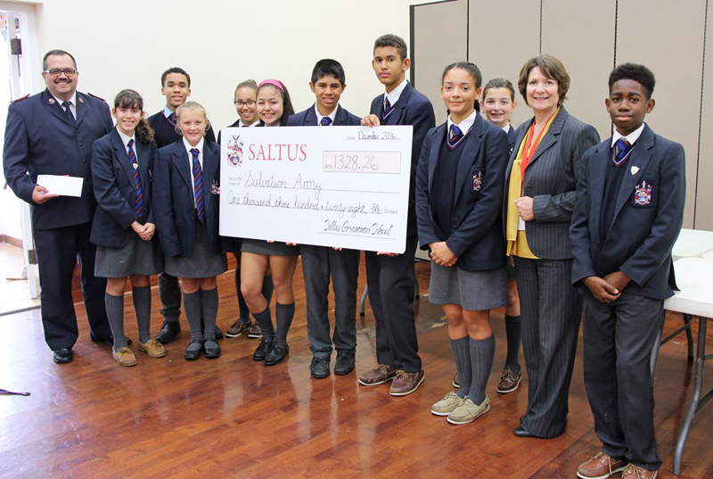 Saltus cheque & toys to Salvation Army Bermud Dec 15 2016 (4)