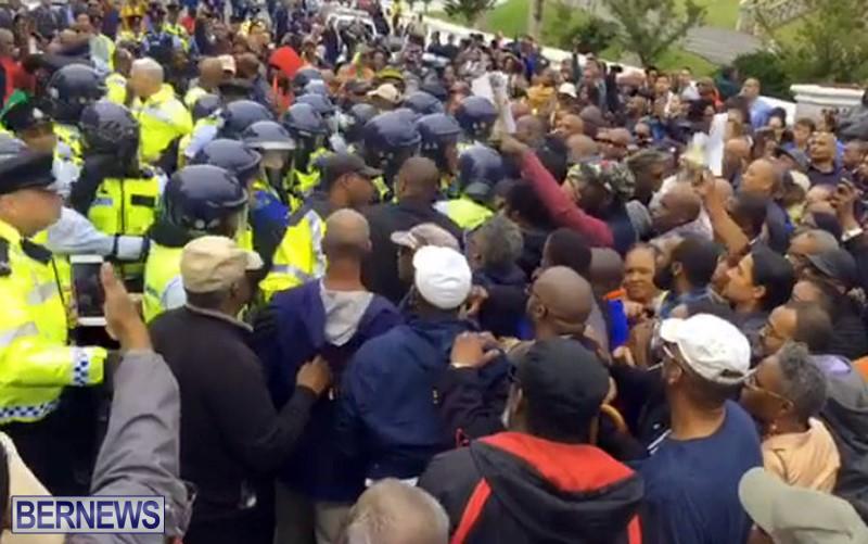 riot-police-at-protest-dec-2-2016-10