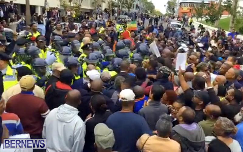 riot-police-at-protest-dec-2-2016-11