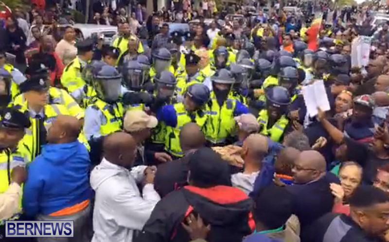 riot-police-at-protest-dec-2-2016-12