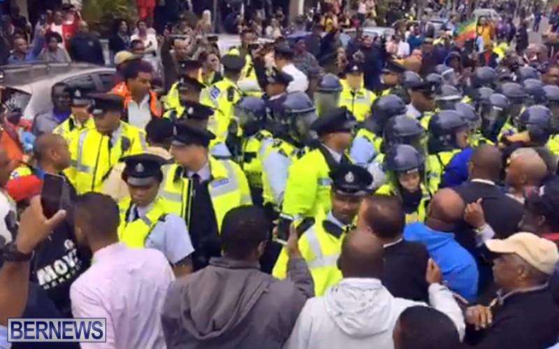 riot-police-at-protest-dec-2-2016-13