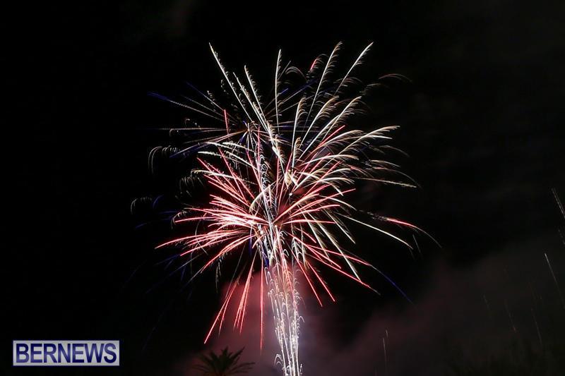 New-Years-Eve-Fireworks-Bermuda-December-31-2016-21