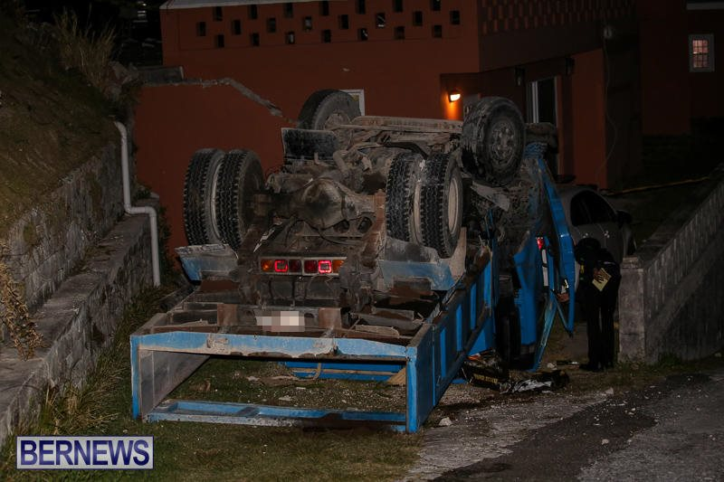 Overturned Truck Southampton Bermuda, March 29 2017-3