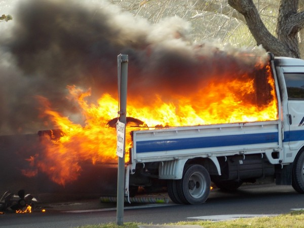 1-truck fire-crow lane bermuda april 15 2017 (3)