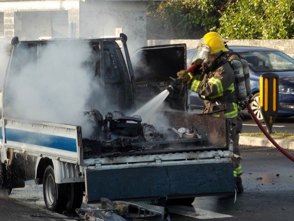 1-truck fire-crow lane bermuda april 15 2017 (8)