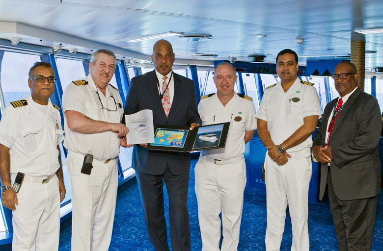 TOURISM MINISTER FIRST INAUGURAL CRUISE 2017 NORWEGIAN EPIC Bermuda April 4 2017 (3)