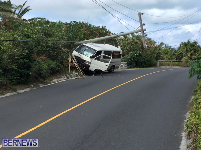 Van struck Bermuda May 12 2017 (1)