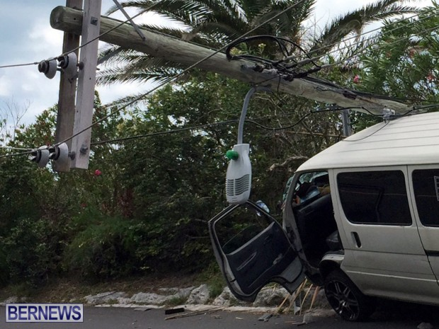 Van struck Bermuda May 12 2017 (4)
