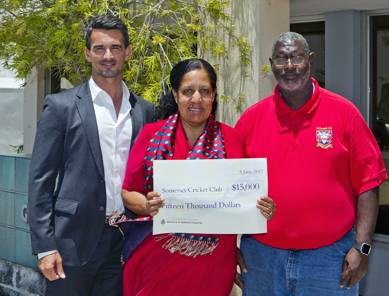 Minister Cash Back Somerset Cricket Club Bermuda June 2017 (1)