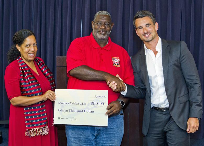Minister Cash Back Somerset Cricket Club Bermuda June 2017 (2)