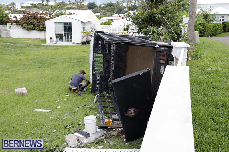 Overturned truck Bermuda Aug 21 2017 (1)