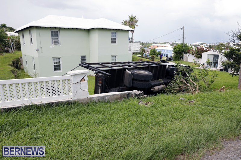 Overturned truck Bermuda Aug 21 2017 (2)