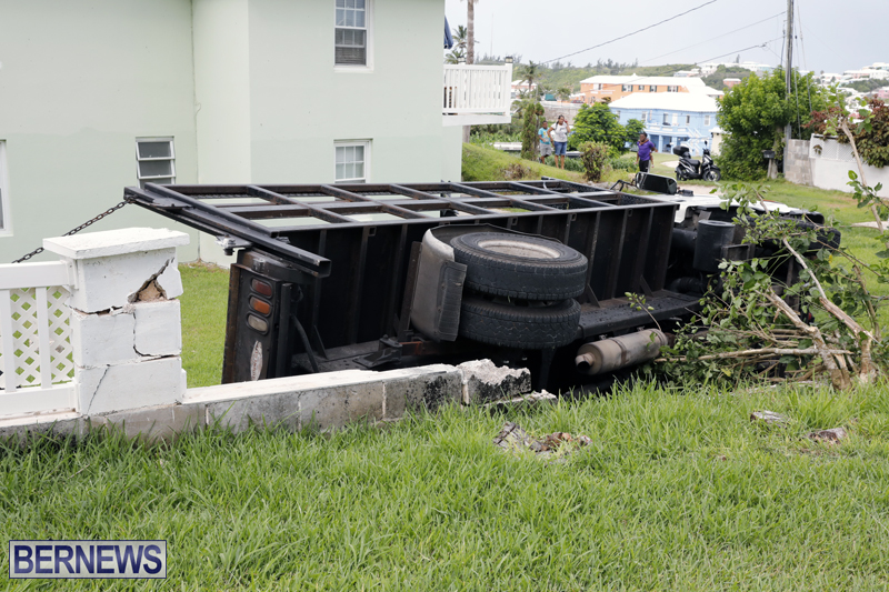 Overturned truck Bermuda Aug 21 2017 (3)