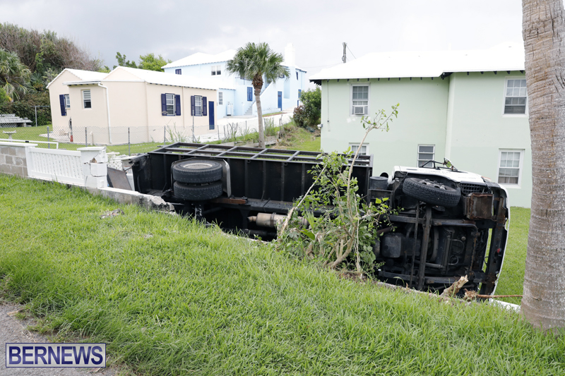 Overturned truck Bermuda Aug 21 2017 (4)