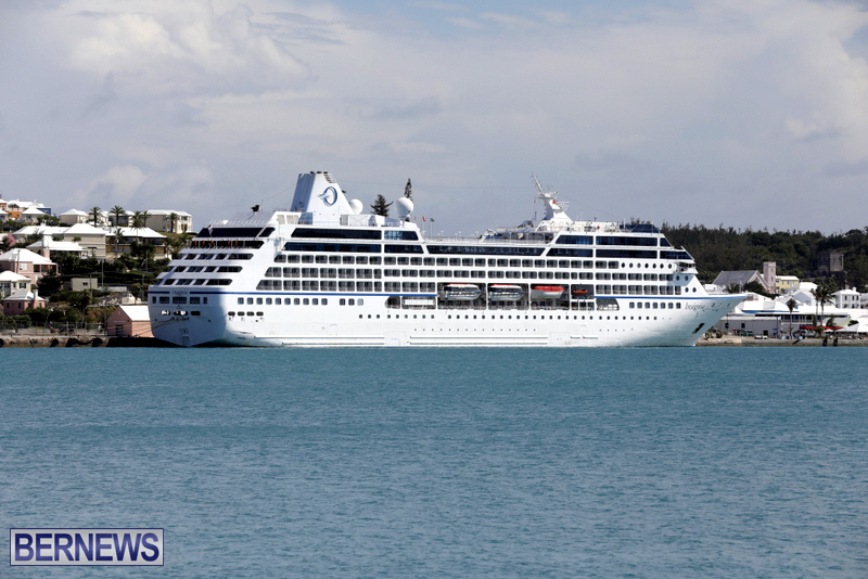 Passengers Ship Insignia Bermuda Aug 18 2017 (1)