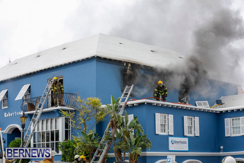 Robertson's-Drug-Store-Fire-Bermuda-September-2-2017_7789