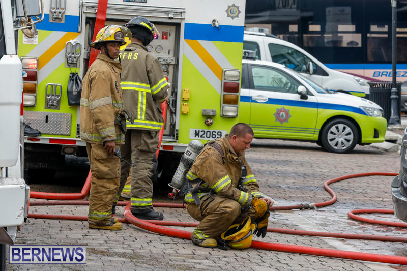 Robertson's-Drug-Store-Fire-Bermuda-September-2-2017_7839