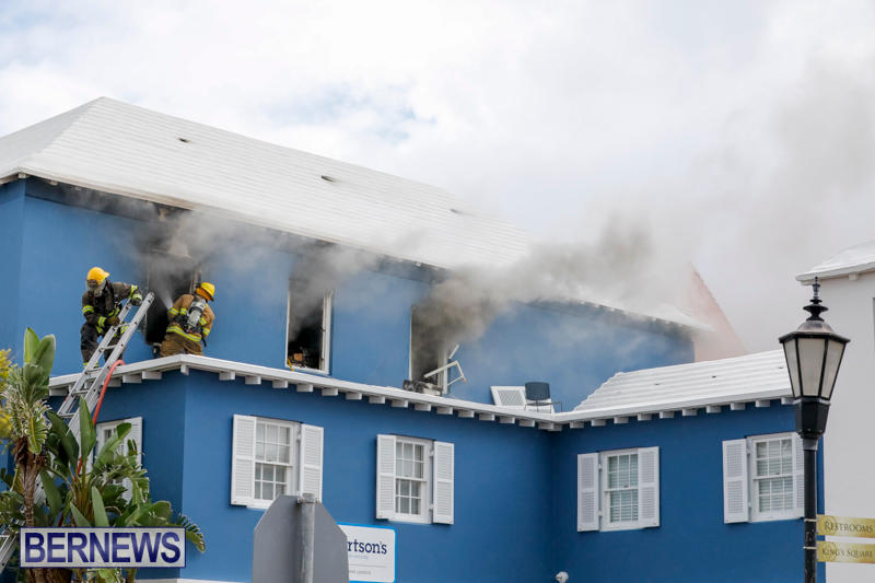 Robertson's-Drug-Store-Fire-Bermuda-September-2-2017_7682