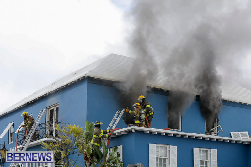 Robertson's-Drug-Store-Fire-Bermuda-September-2-2017_7783