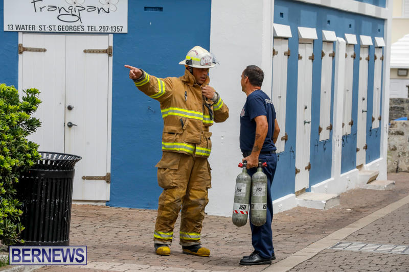 Robertson's-Drug-Store-Fire-Bermuda-September-2-2017_7869