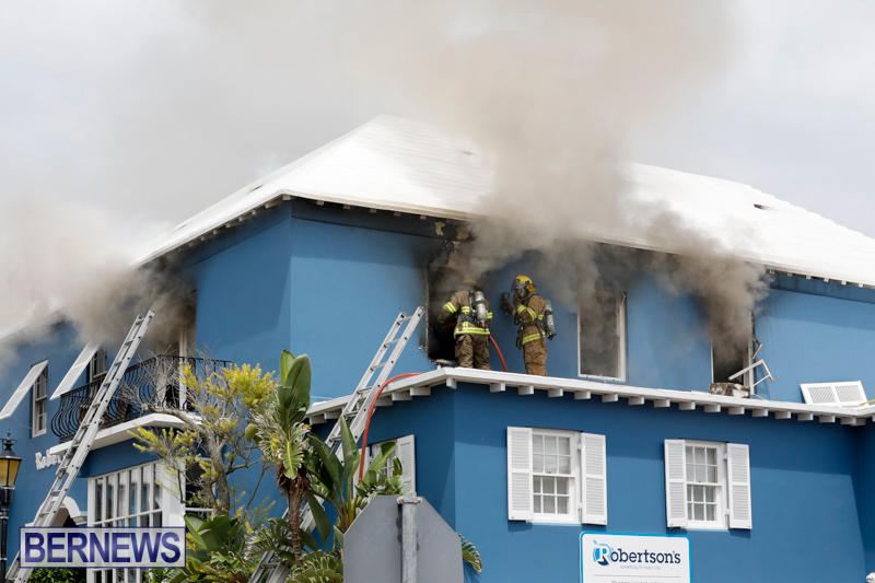 Robertson's-Drug-Store-Fire-Bermuda-September-2-2017_7906