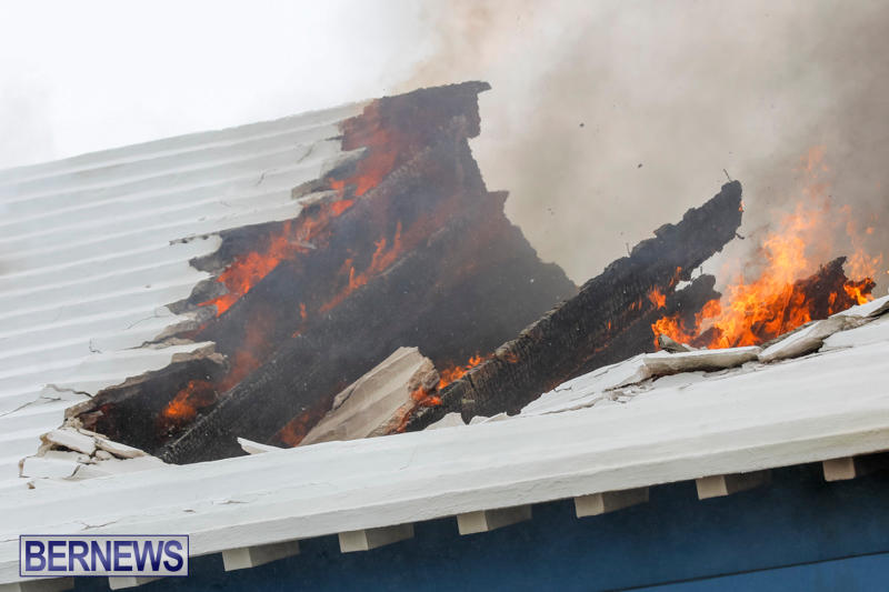 Robertson's-Drug-Store-Fire-Bermuda-September-2-2017_8078