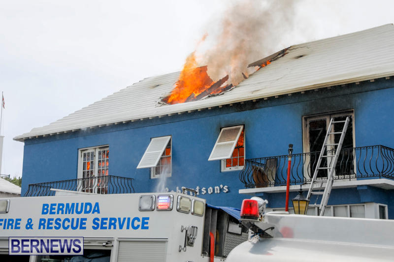 Robertson's-Drug-Store-Fire-Bermuda-September-2-2017_8090