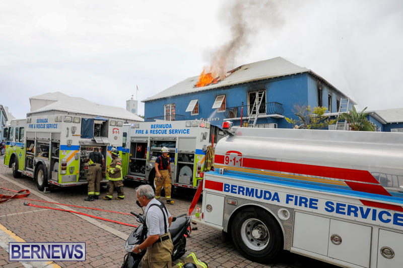 Robertson's-Drug-Store-Fire-Bermuda-September-2-2017_8092