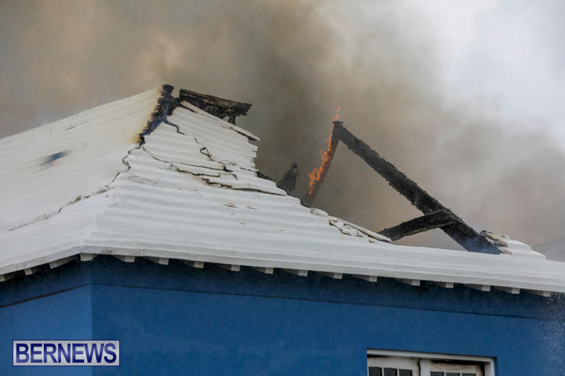 Robertson's-Drug-Store-Fire-Bermuda-September-2-2017_8239