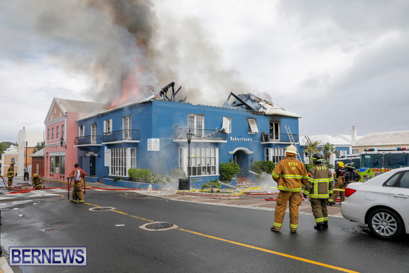 Robertson's-Drug-Store-Fire-Bermuda-September-2-2017_8315