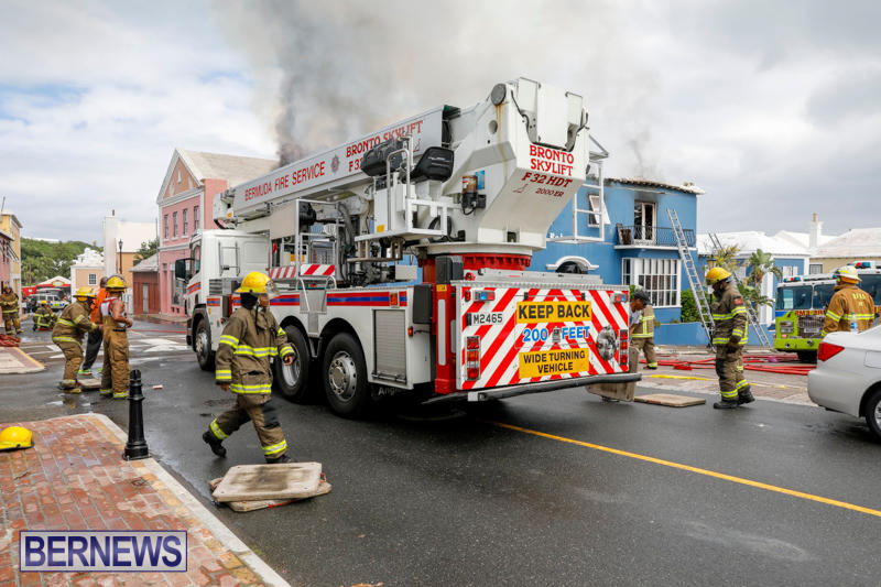 Robertson's-Drug-Store-Fire-Bermuda-September-2-2017_8358